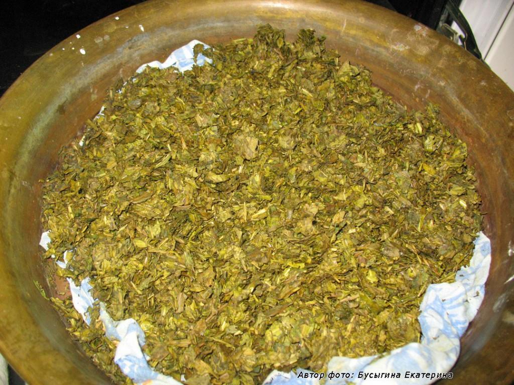 Окрас чая после ферментации. Крупный лист. Разница во вкусе гранулированного, крупнолистового, верхних листочков, цветов с бутонами - тонкая, но для знатоков заметная. Важную роль играет длительность ферментации